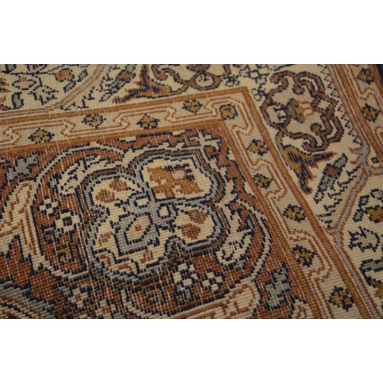 1773 - Kashmir carpet