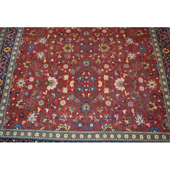 1704 - Hereke CarpetKır Çiçeği Design